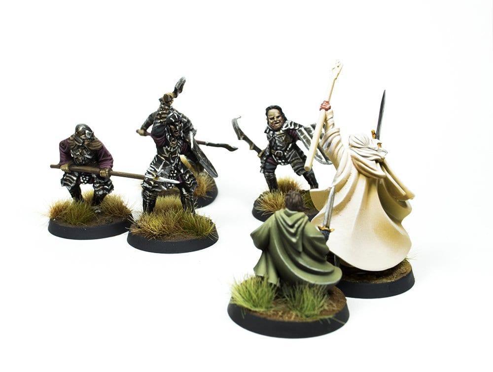 Lucha en Minas Tirith entre orcos, Gandalf y Pippin.